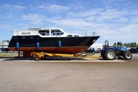 Jachthaven Eibertsnest hydraulische bootwagen met boot