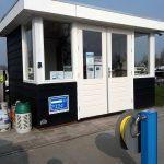 diesel en benzinepomp aan het water